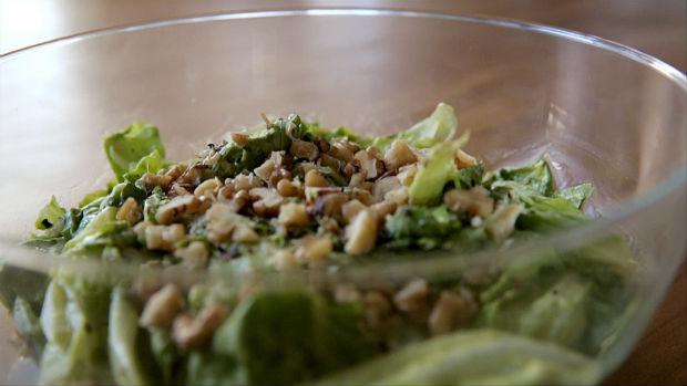 Salada verde cremosa com Molho de abacate