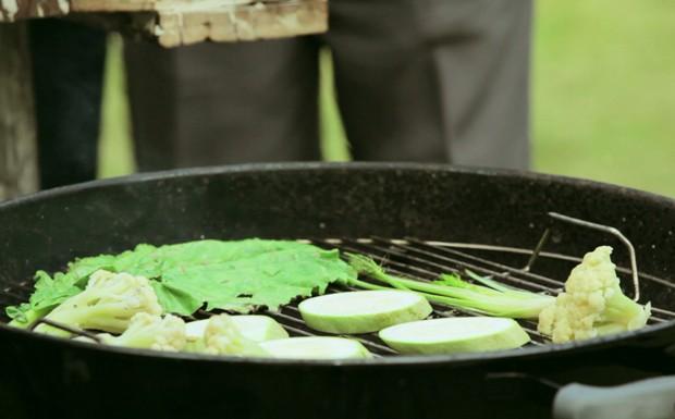Vegetais grelhados com molho chimichurri