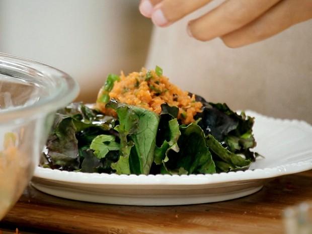 Salada de cenoura ralada com molho de nabo e shoyu