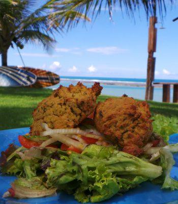 Falafel ao forno com Salada Verde e Erva Doce