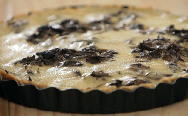 Quiche de homus com cogumelo shimeji e bardana